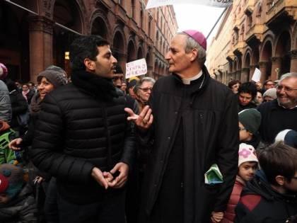 Pro migranti e contro la destra: ora il vescovo va alla festa Pd