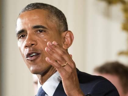"""La stretta di Obama: """"Basta morti per armi"""""""