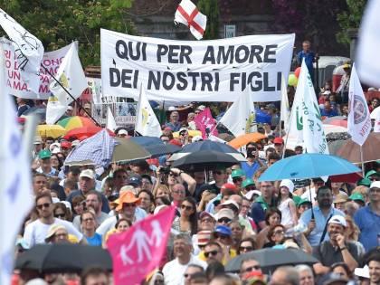Unioni Civili, scende in campo la Cei: verso un nuovo Family Day