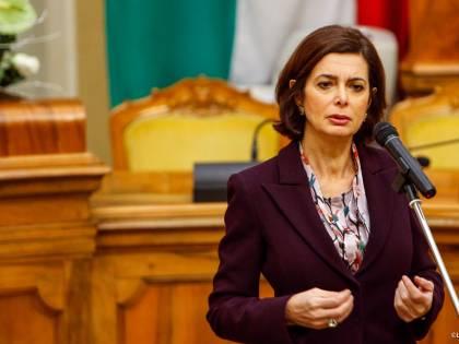 Il tweet della Boldrini sul sessismo dell'italiano scatena la rete