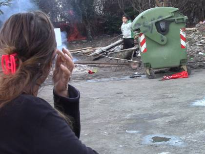 """I rom di via Idro: """"Non sgomberateci, vogliamo vivere così!"""""""