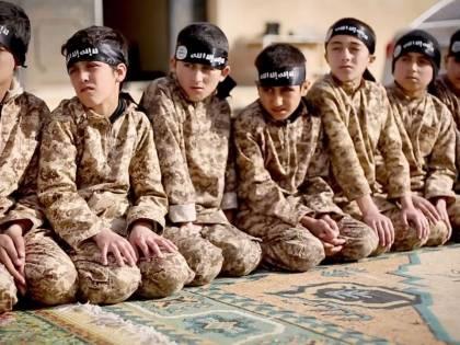 Francia, tornano da Iraq e Siria 77 bambini-soldato dell'Isis