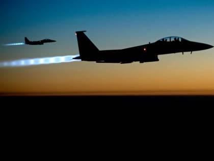 Alta tensione nei cieli: jet russo da guerra intercetta aereo della Marina Usa