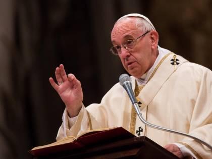 L'abbraccio di papa Francesco a ex prostitute e transessuali