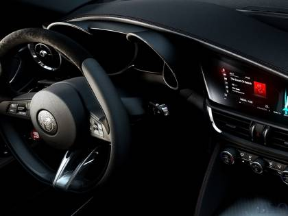 Alfa Romeo, le prime immagini del Suv