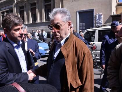"""Anche Bossi ai funerali di Casaleggio: """"C'era qualcosa di simile tra noi"""""""