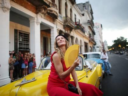 """Ora Chanel sfila a Cuba: baschi del """"Che"""" e lustrini"""