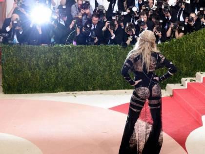 """Madonna risponde alla critiche del Met: """"Il mio abito è politico"""""""