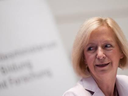 """Il ministro della Merkel ammette: """"I migranti servono a sostituire i tedeschi"""""""