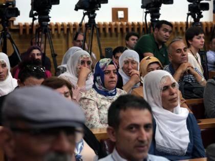 """Turchia, l'Akp incassa il primo """"sì"""" per togliere l'immunità ai politici"""