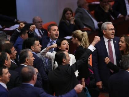 Turchia, eliminata immunità politica A rischio i parlamentari filo-curdi