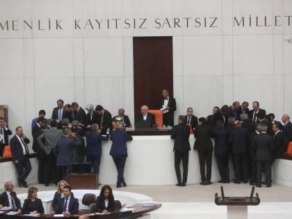 Turchia, politici senza più immunità Curdi tenteranno la via dei tribunali