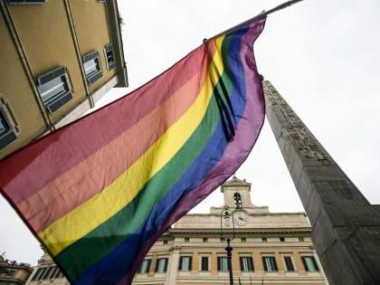 """Gesuiti choc sugli omosessuali: """"È un dono di Dio averli tra noi"""""""