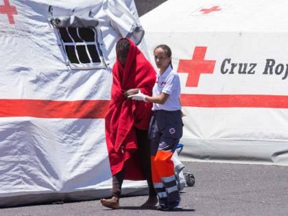 """Migranti, la Corte Ue tutela gli irregolari: """"I clandestini non vanno reclusi"""""""
