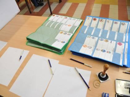 """Elezioni, a Roma al voto elettori delle ex Repubbliche tedesche. Il web: """"Sono brogli"""""""