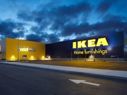 Mobile Ikea schiaccia un bimbo di due anni