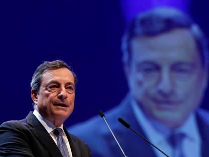 """Ora Draghi avvisa l'Italia: """"I Paesi ad alto debito rispettino le norme Ue"""""""