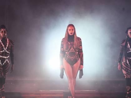 Beyoncé, regina dei BET Awards: foto