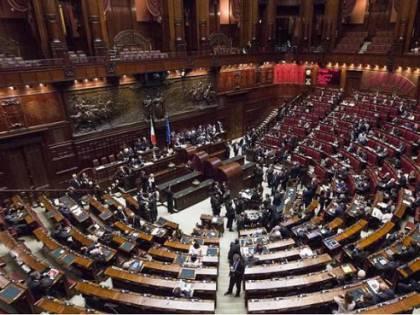 Arriva alla Camera la legge taglia-stipendi dei politici