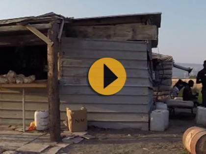 Inferno nero dei migranti dentro i ghetti della Puglia