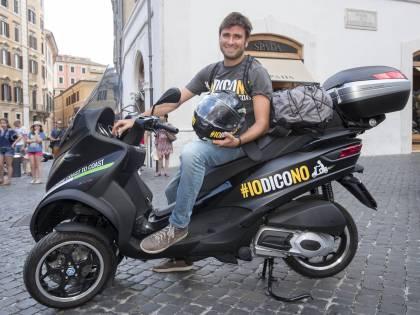 Ex editore de L'Unità compra la moto di Alessandro Di Battista