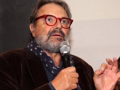 """Il delirio di Oliviero Toscani: """"Chi vota FdI e Meloni è ignorante e poco istruito"""""""