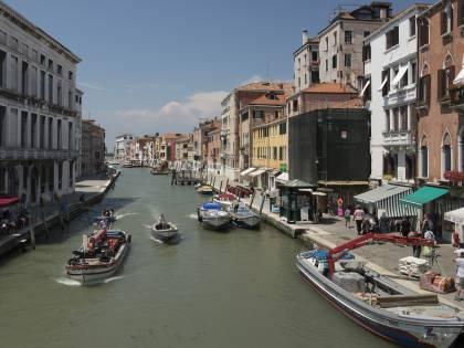 A Venezia volantini anti-turisti