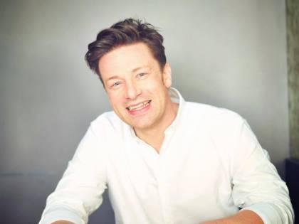 Jamie Oliver vende l'amatriciana per beneficenza