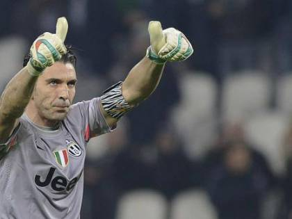 Buffon strappa l'applauso ai baresi...ed ai francesi