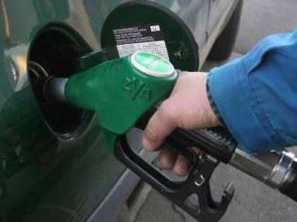 M5s-Lega tagliano le accise alla benzina: 20 centesimi in meno al litro