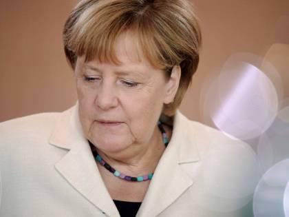 """La Merkel si oppone al divieto del burqa. """"Sarebbe contro la libertà di culto"""""""