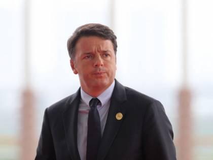 Pesce in barca al G20, Renzi lo calcia e cade