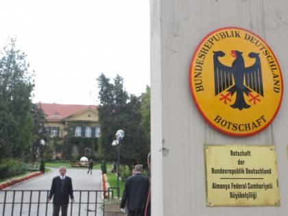 Turchia, il rischio Isis fa chiudere ambasciate tedesca e inglese