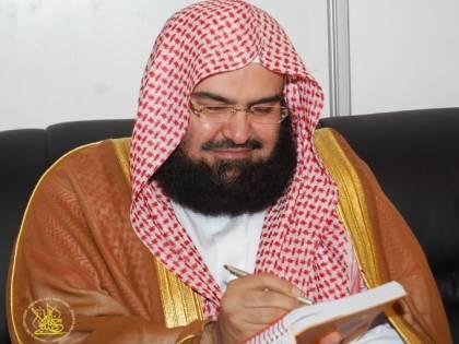 """La preghiera choc dell'imam della Mecca """"I jihadisti sconfiggano i cristiani"""""""
