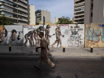 Da scimmia a kamikaze: non-evoluzione a Beirut