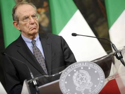Le mani della Troika sull'Italia: giallo sul prestito chiesto da Padoan