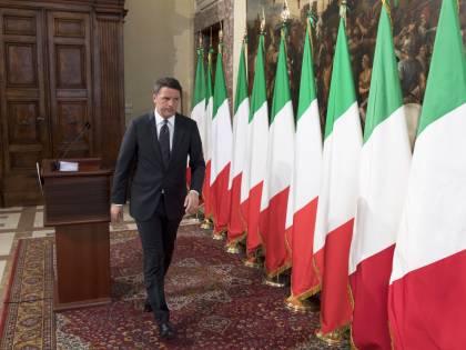 La banderuola Renzi fa togliere la bandiera della Ue