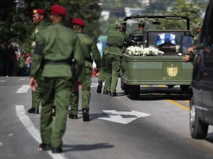 La jeep con i resti di Fidel Castro si è rotta durante il corteo