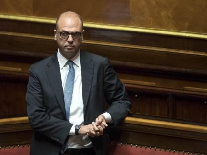 "Alfano contro Costa: ""Dimissioni tardive"""