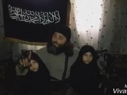 """""""Vuoi ucciderli nelle fiamme?"""". Così il padre incita le figlie a farsi esplodere per Allah"""