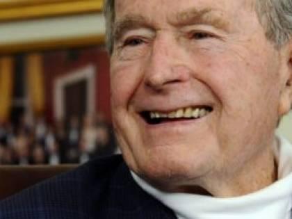 Bush aveva adottato un bimbo a distanza. La scoperta dopo la morte