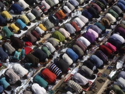 """La fronda dei convertiti all'islam: """"L'Italia musulmana agli italiani"""""""