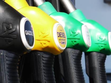 Salasso sulla benzina: ora scattano gli aumenti
