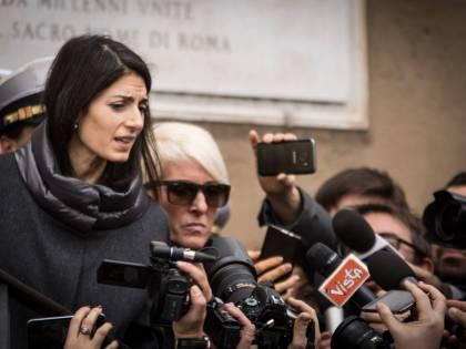 """La Raggi ascolta l'audio e molla Berdini: """"La fiducia è lesa"""""""
