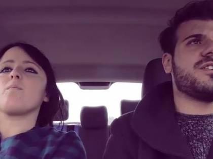 Quando la tua ragazza è una maniaca della sicurezza: lo spot sulla guida che diventa virale