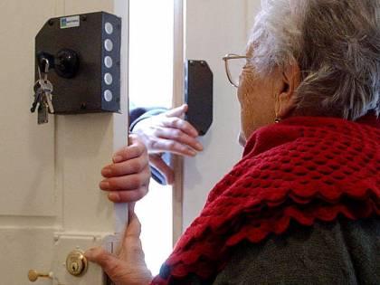 """Milano, presa la """"banda del gas"""": truffava anziani con finti rilevatori di gas"""