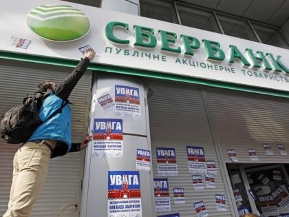 """La nuova guerra dell'Ucraina: """"Chiudiamo le banche russe"""""""