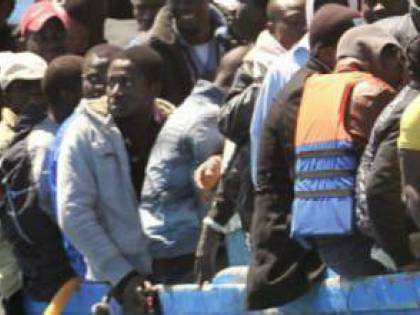 Pedibus con i migranti, polemica ad Arcore