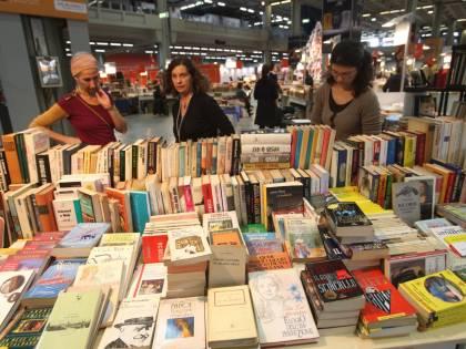 """Tempo di Libri, tutti """"fuori"""" con aperitivi e letture"""