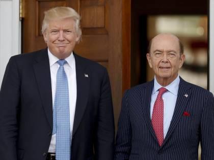 """Dazi, Trump vara due ordini esecutivi sul protezionismo. """"Da anni siamo in guerra commerciale"""""""